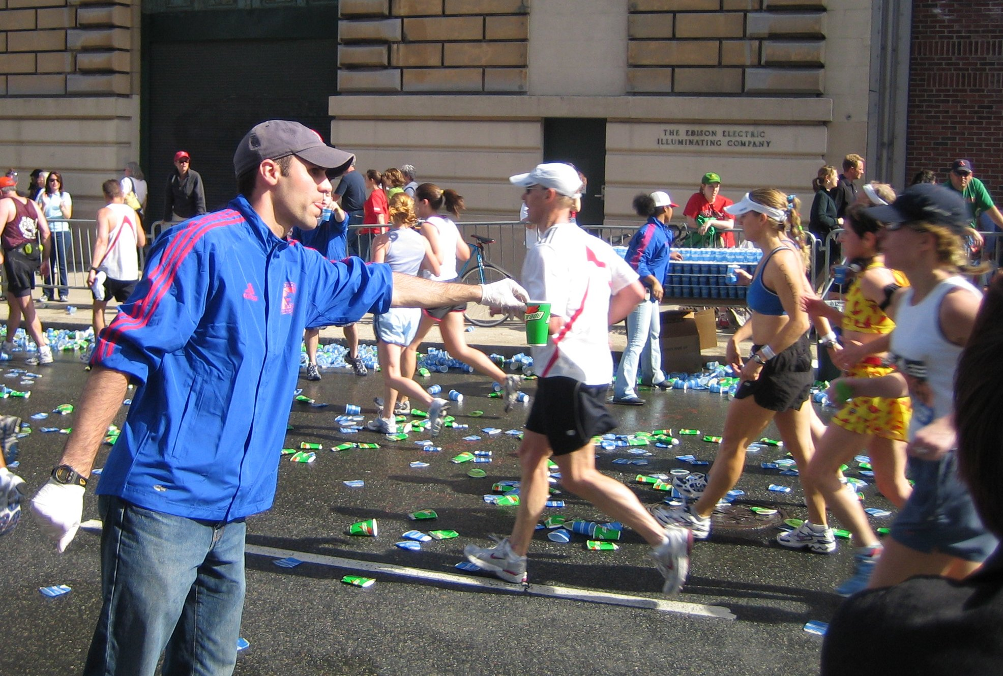Boston_marathon_mile_25_gatorade_volunteer_050418